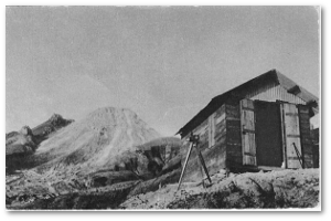 That hut saved Frank Perret's life in 1930.  Source French language