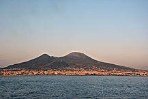 217px-Vesuvio_da_mare_2