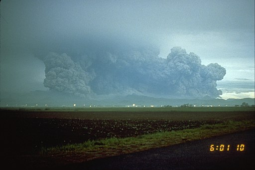 Pinatubo91_lateral_blast_plume_pinatubo_06-15-91-resized